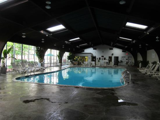 Clarion Inn & Conference Center: Beautiful Pool