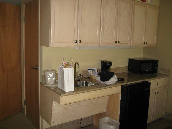 Holiday Inn Express Memphis Southwind: kitchenette