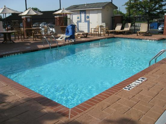 Holiday Inn Express Memphis Southwind : pool