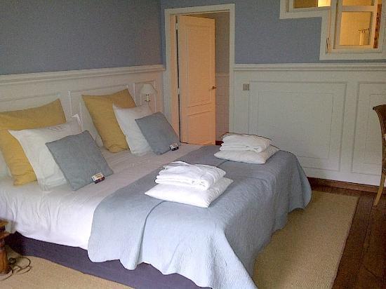Number 11 Exclusive Guesthouse Bedroomm Door To Bathroom