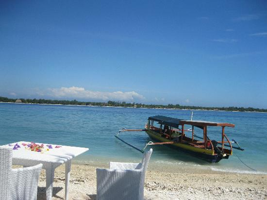 MAHAMAYA Gili Meno: The beach