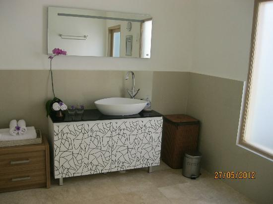MAHAMAYA Boutique Resort: Villa's bathroom
