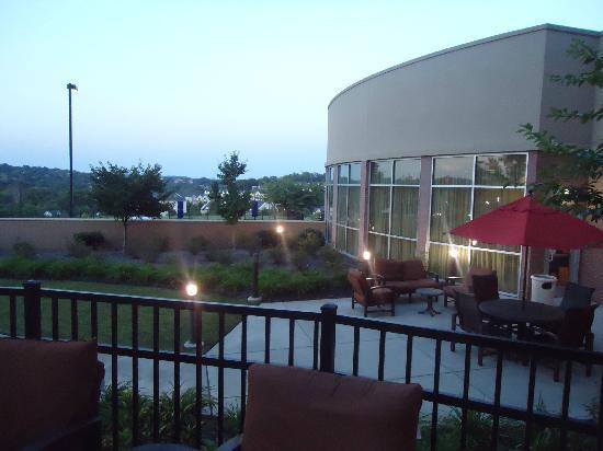 Courtyard Nashville Goodlettsville: Outside main lobby sitting area