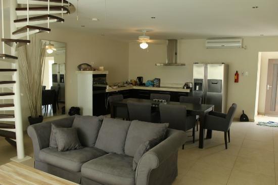 Belmar Oceanfront  Apartments: Sala/cozinha