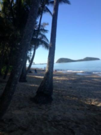 Sarayi Boutique Hotel: Palm Cove main beach