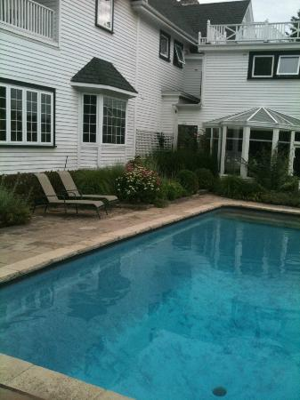 Lakewinds Country Manor: Pool