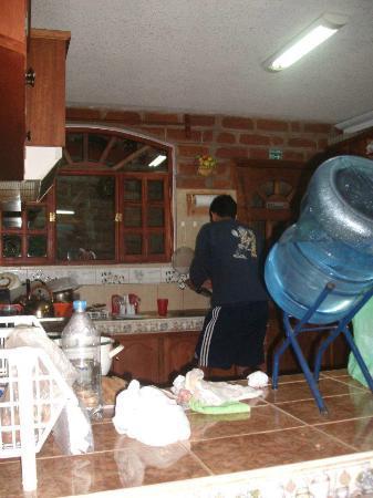 Hostal D' Mathias: Lavando despues de comer!!! Excelente lugar...