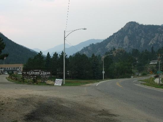 Elkhorn Lodge and Guest Ranch: entering the lodge