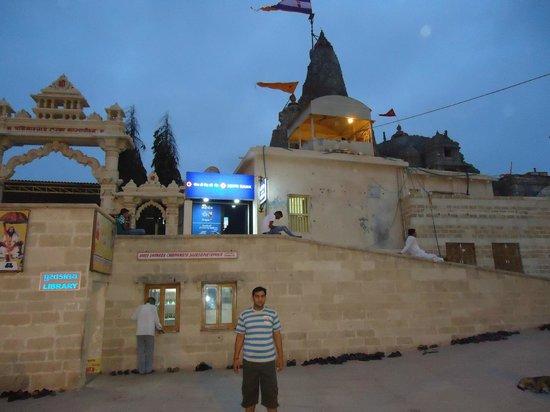 Gomti Ghat: Shri Dwarkanath temple