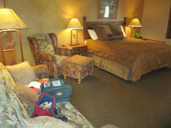 Sylvan Lake Lodge: Their best room, king with balcony.