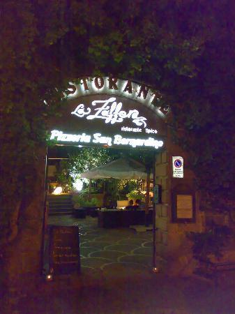La Zaffera: L'ingresso al Ristorante / Pizzeria