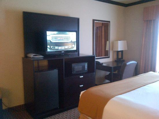 Holiday Inn Express & Suites Corpus Christi: flat screen tv, with microwave, and refrigerator