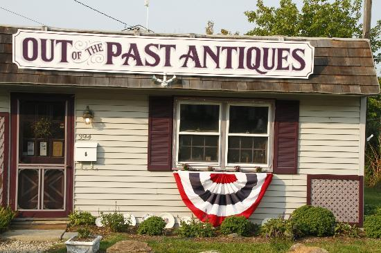 ‪Out of the Past Antiques‬