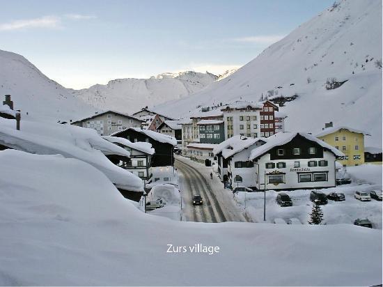 Sporthotel Lorunser: Zurs Village Lorunser on mid left