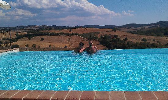 Pianirossi: piscina a sfioro