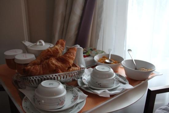 Hotel de Sevigne: Croissants in our room