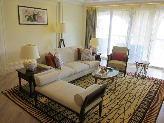 The Royal Begonia, A Luxury Collection Resort Sanya: Suite Living Room