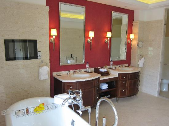 The Royal Begonia, A Luxury Collection Resort Sanya: Vanity