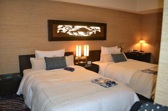 Hotel Ryumeikan Tokyo: Great room, the beds are great as well!