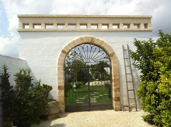 Masseria Messapia Resort & Spa: l'accesso alla piscina