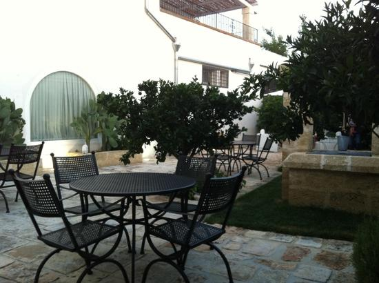 Masseria Messapia Resort & Spa: il cortile interno della colazione