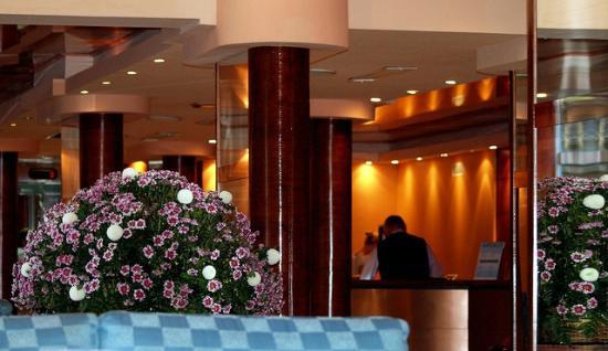 Palmira Paguera: Hotelrezeption mit Eingangsbereich