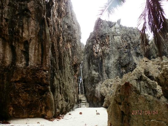 Togo chasm: chasm at bottom