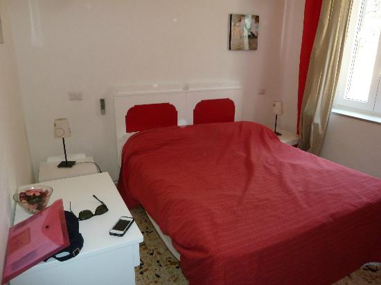 Baia Luna: camera rossa - letto