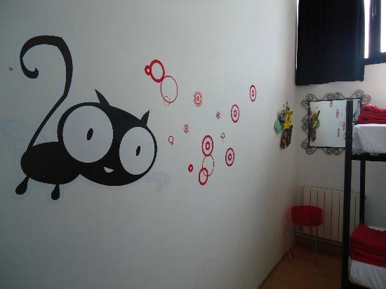 Bilbao Akelarre Hostel : habitación doble con gatito