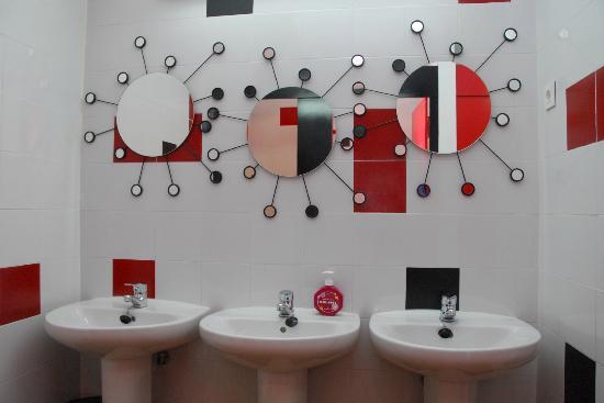 Bilbao Akelarre Hostel : baño de chicas