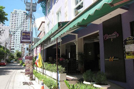 Sawasdee Hotel @ Sukhumvit Soi 8: Hotel Entrance