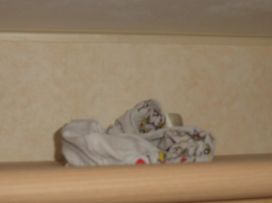 Parkdean - Holywell Bay Holiday Park: Someones pants on the bedroom unit