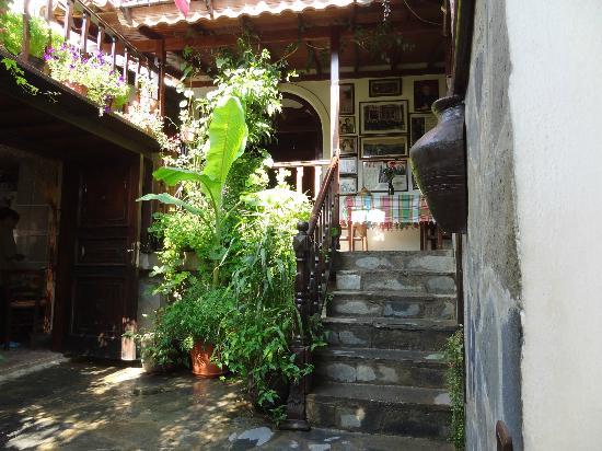 Selanik Pansiyon: Escalier vers les chambres