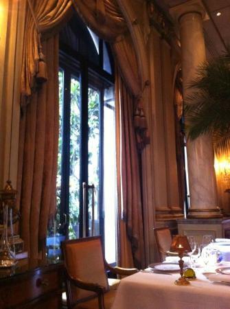 Le Cinq: Inside Interior, beautiful