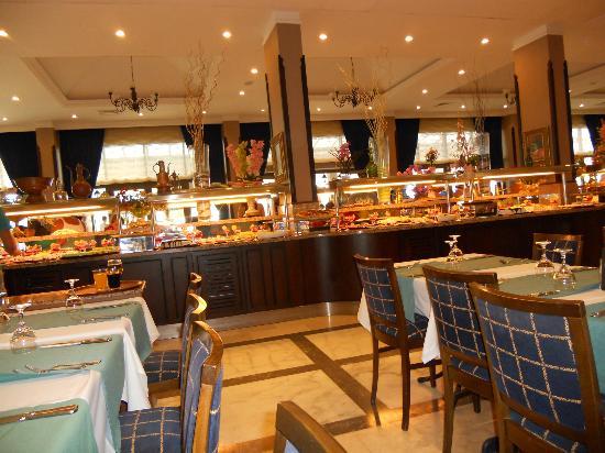 Paradise Friends Yali Hotel & Resort: una piccola parte del mega buffet!