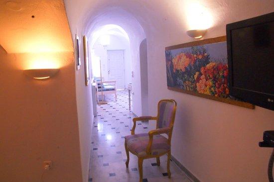 Alexander Villas: Our Room.