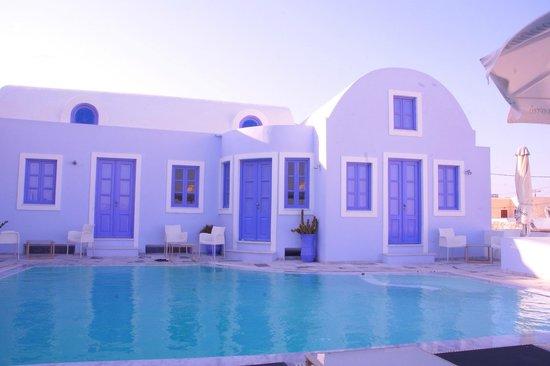 Alexander Villas: Pool View..