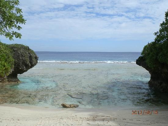 Niue: low tide