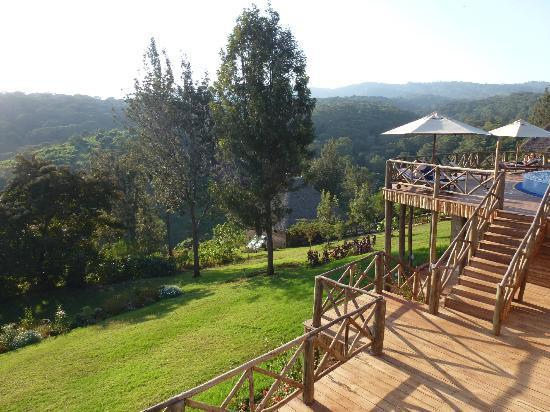 Neptune Ngorongoro Luxury Lodge : Vu vers le cratère