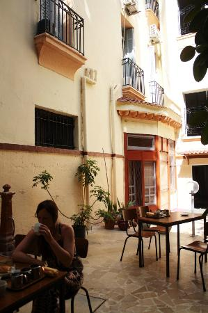 Grand Hotel de France: hotel courtyard