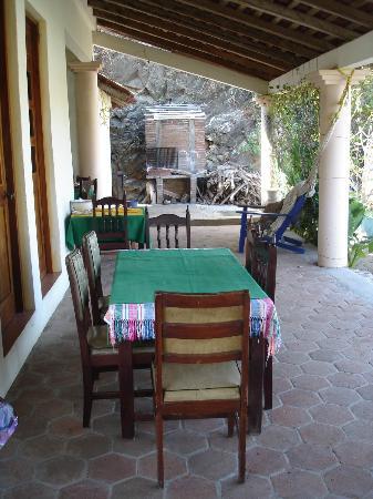 Monte Cristo Bungalows: Là ou nous prenions notre petit déjeuner en compagnie de Lila.