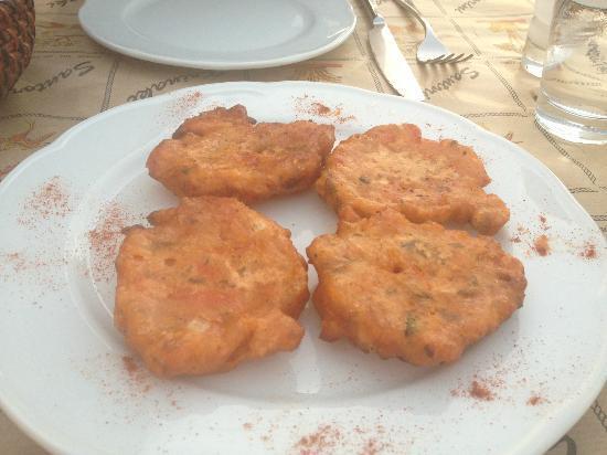 Krinaki: Fried tomato fritters