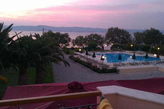 Molyvos, Yunani: de avond valt. Uitzicht op de turkse kust.