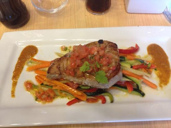 Vedene, France: Thon avec légumes wok