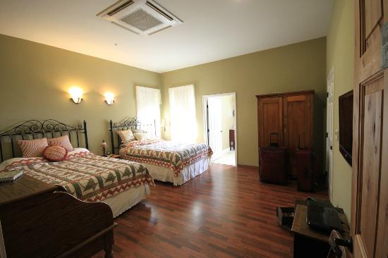 Virgil's Corner Bed & Breakfast: Our Room