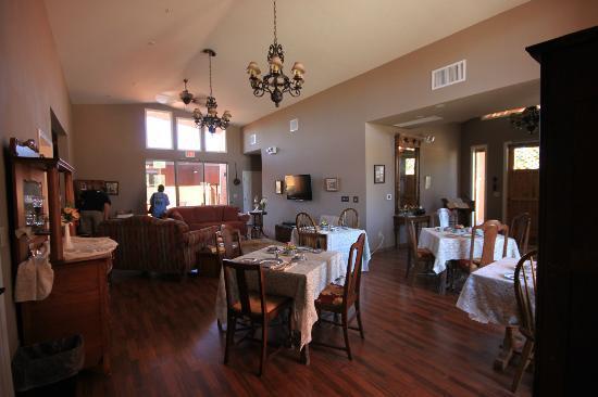 Virgil's Corner Bed & Breakfast: Dining Room