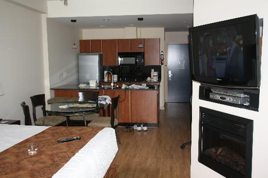 Ocean Promenade Hotel: Room 108A