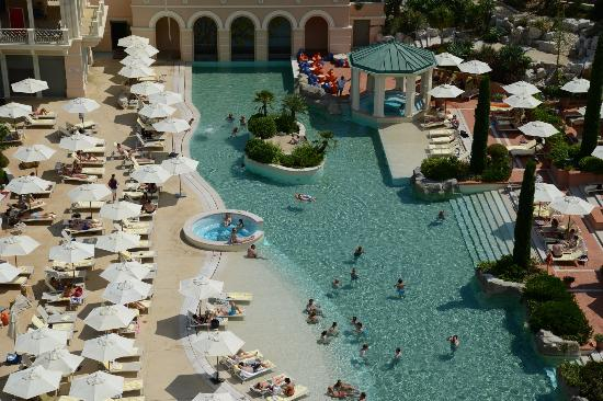 Monte-Carlo Bay & Resort: Beautiful swimming pool with sand floor !!.