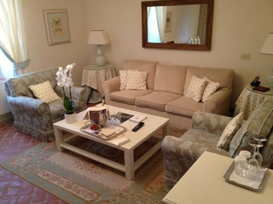 Borgo San Frediano Apartments : living room of the suite
