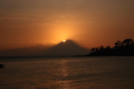 Desa Sekotong Barat, Indonesia: Sunset at Senggigi Beach